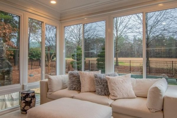 Guest Post by Cassandra Rosas: How to Choose and Maintain Your Windows, Curtains, and Blinds
