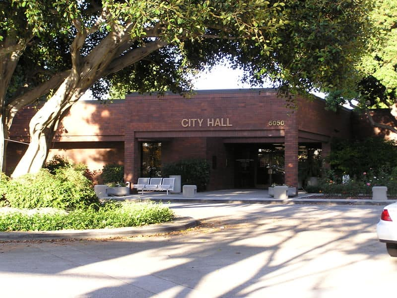 Lakewood City Hall | Wikimedia Commons